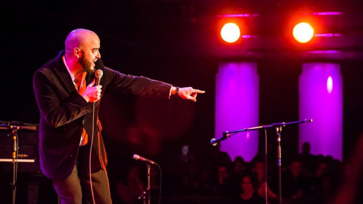 Farès Mekideche, alias Uncle Fofi en plein show