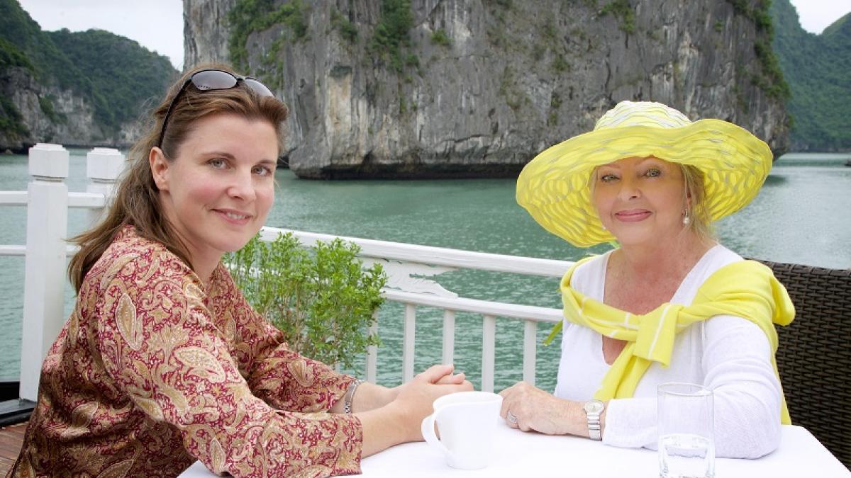 La Baie de Hạ Long, Sandrine Béchade réalisatrice et Lise Watier (©Vital Productions)