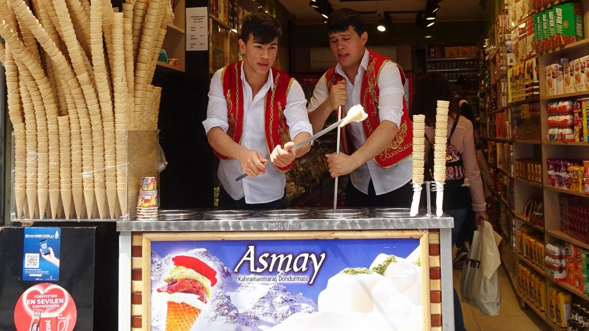Les couleurs et les saveurs d'Istanbul - Vendeurs de dondurma (crème glacée)
