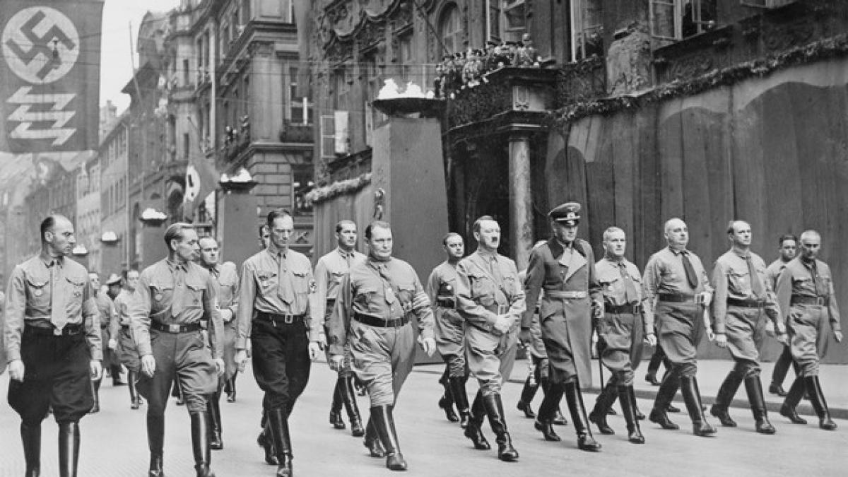 Hitler du charisme au chaos