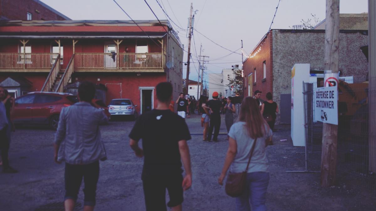 Suivre la foule