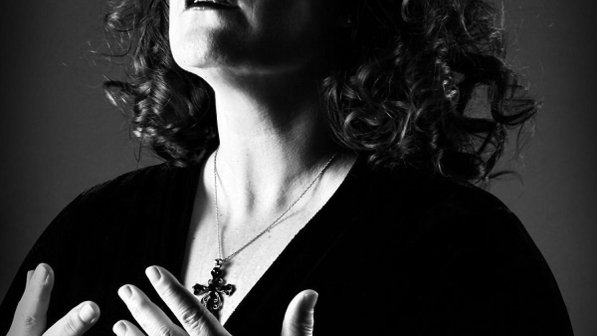 L'âme de Piaf à travers Katee Julien